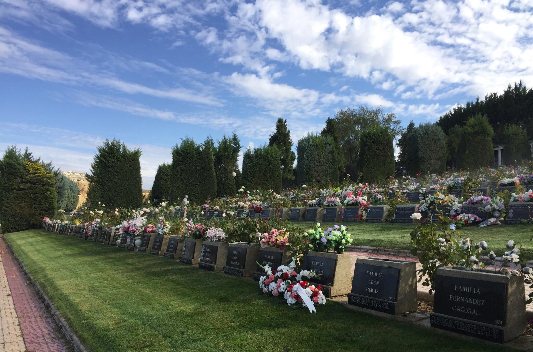 Cementerio jard n parque el salvador grupo el salvador for Horario oficinas caja duero