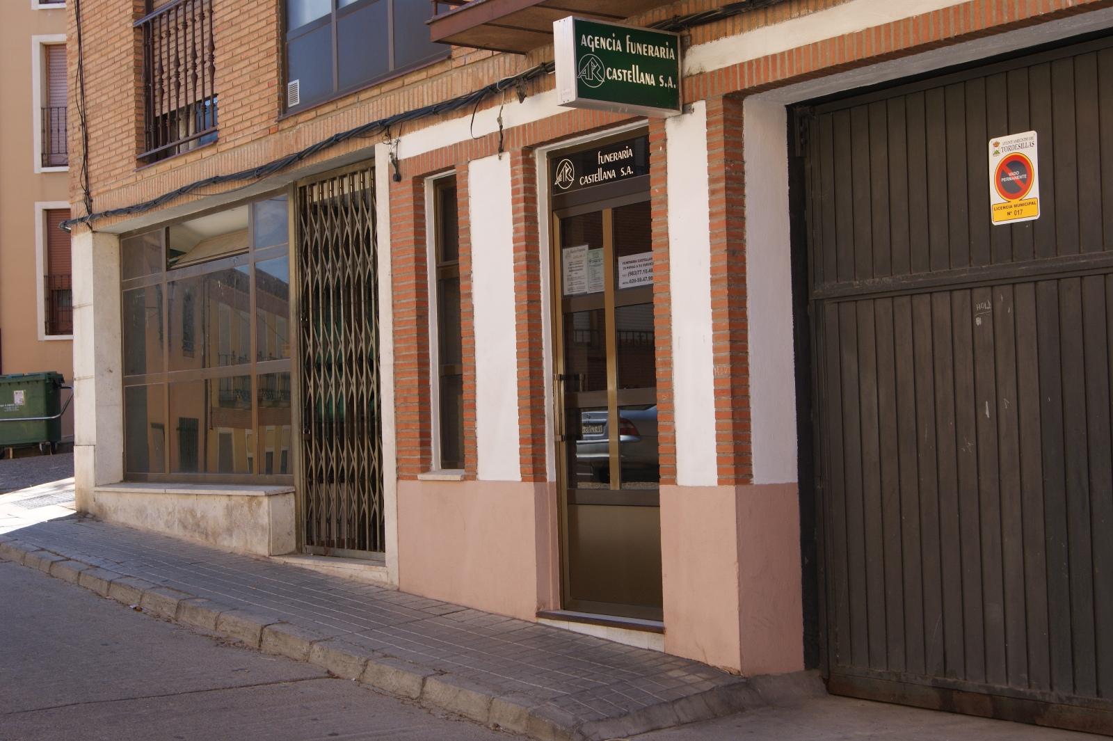 Oficinas agencia funeraria castellana grupo el salvador for Oficina banco santander valladolid